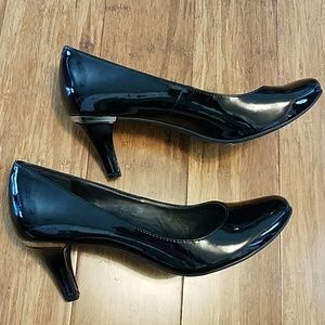 BCBGeneration Gumby Patent leather pump. Size 6